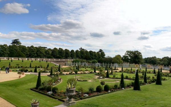 Gardens at the back of Hampton Court